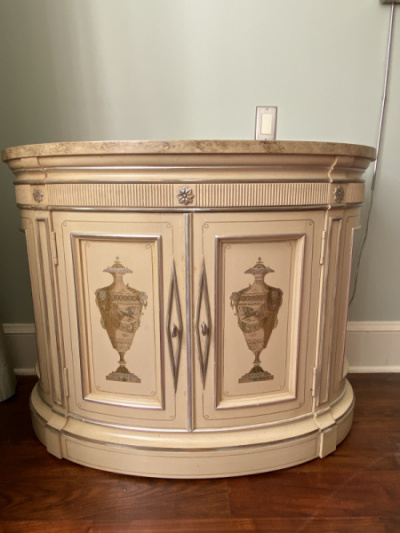 Demilune-Cabinet