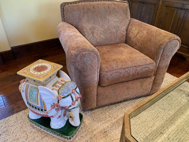 Swivel Club Chair (close)