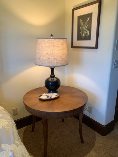 Round Side Table with Black Metal Lamp