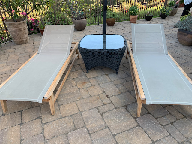 Chaises (close) Glass Top Wicker Table