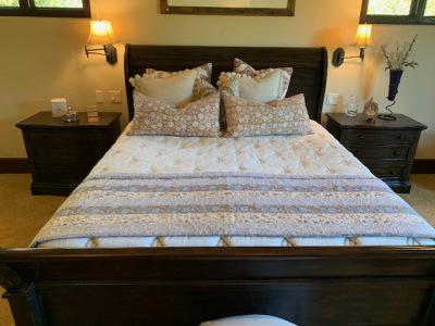 Cal King Bed (close)