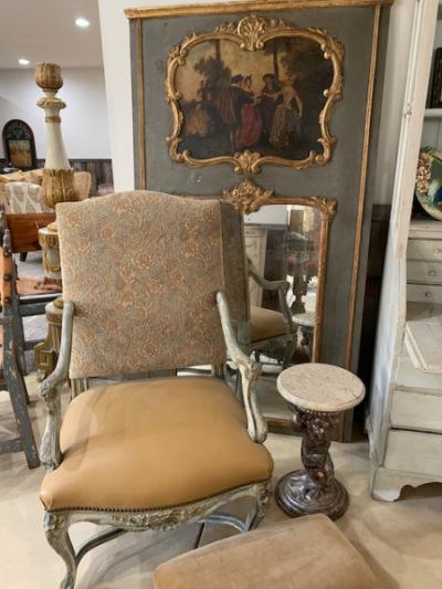 Arm Chair (close)