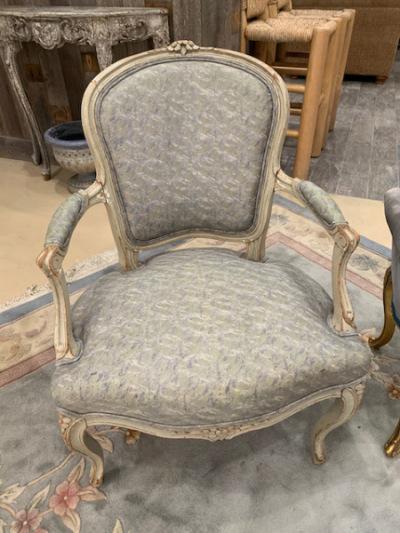 Bergere Chair (close)