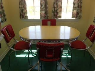 breakfast-room-table-and-chairs